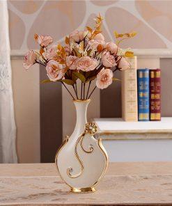 Luxusná porcelánová váza s kvietkom a kryštálikmi v bielo-zlatej farbe