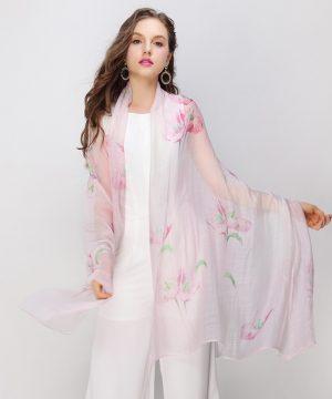 Luxusný dámsky šál s jednoduchým kvetinovým vzorom v svetlo-ružovej farbe, rozmer 200 cm x 95 cm