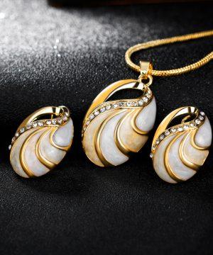 Elegantný šperkový set - naušnice + náhrdelník, v tvare vajíčka v zlato-bielej farbe