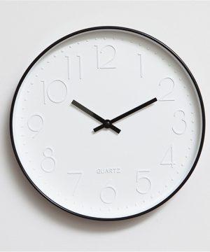Elegantné farebné nástenné hodiny