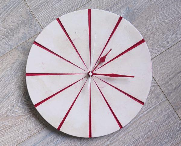 Ručne vyrobené nástenné hodiny – Red marble
