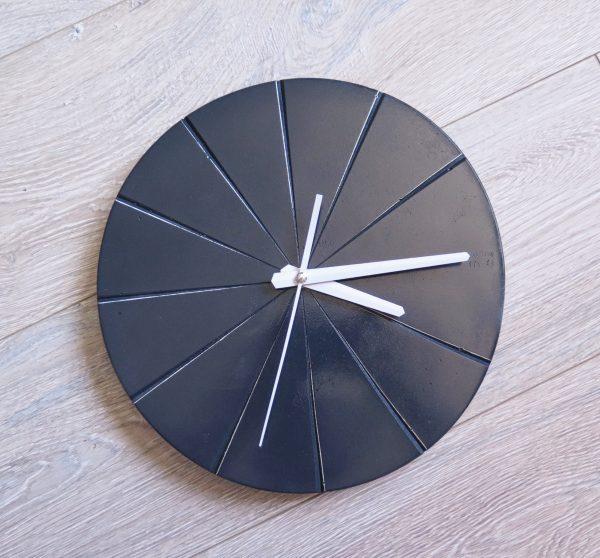 Ručne vyrobené nástenné hodiny – Antracit