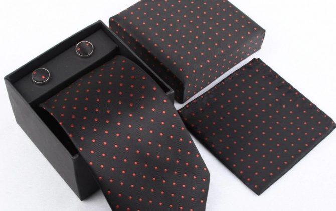 Luxusný kravatový set v čiernej farbe s červenými bodkami