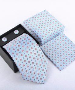 Luxusný kravatový set v svetlo modrej farbe s kvietkami