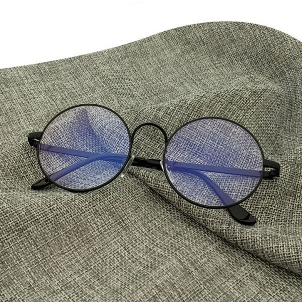 Kvalitné retro okuliare na prácu s počítačom s čiernym rámikom