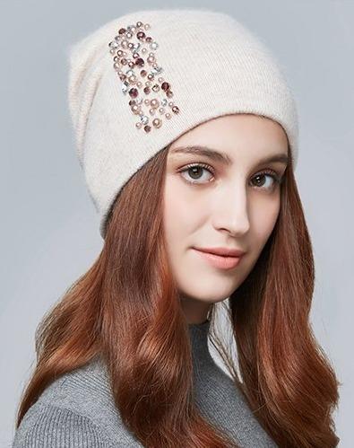 Dámska zimná čiapka z vlny s kryštálikmi vo viacerých farbách