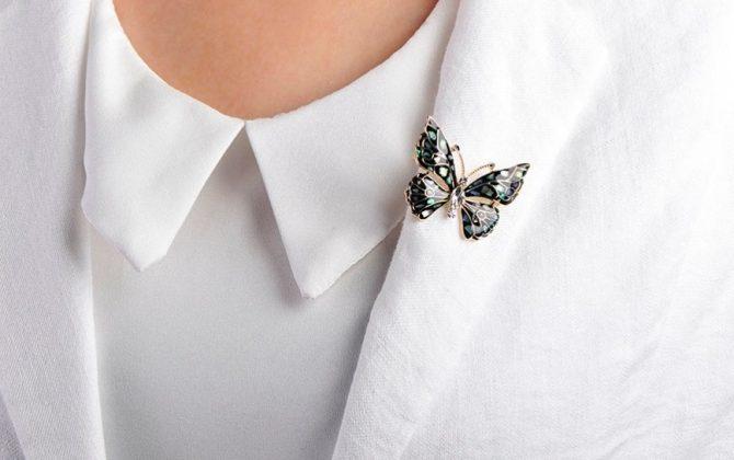 Luxusná brošňa na šaty v tvare čierneho motýľa zo smaltu