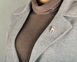 Luxusná brošňa na šaty v tvare zlatého zuba s korunkou