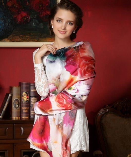 Vysoko kvalitná hodvábna šatka s nádhernými farebnými kvetmi 110 x 110 cm