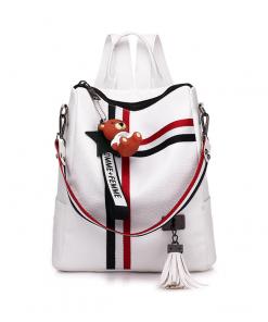 Retro-štýlový-dámsky-ruksak-s-príveskom-macíka-v-bielej-farbe-2