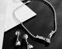 Elegantný šperkový set s kryštálikmi - náušnice + náhrdelník