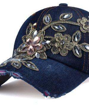 Luxusná dámska šiltovka so šperkom vo viacerých farbách