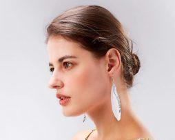 Luxusné náušnice s bielymi pierkami - strieborný anjel