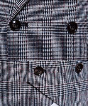 Kvalitná pánska vesta s jemným vzorom v svetlo sivej farbe