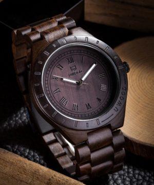 Prepracované jedinečné pánske hodinky z tmavého dreva
