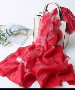 Prepracovaný šál z umelého hodvábu s vyšívaným vzorom 170 x 70 cm