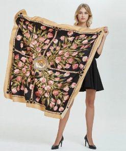 Elegantná hodvábna šatka s kvetinami, twill hodváb, 130 x 130 cm