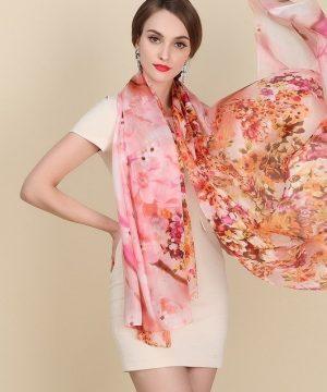 Luxusný šál zo 100% hodvábu s motívom jarnej kvetinovej záhrady