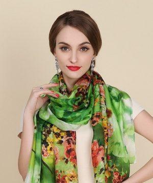 Luxusný šál zo 100% hodvábu s motívom letnej kvetinovej záhrady