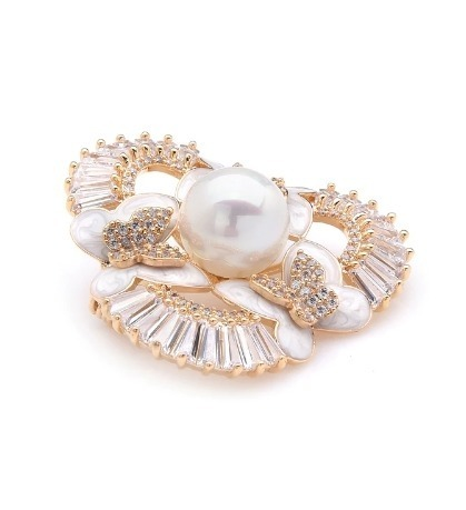 Prepracovaná smaltovaná brošňa v tvare motýľov s perlou a kryštálmi