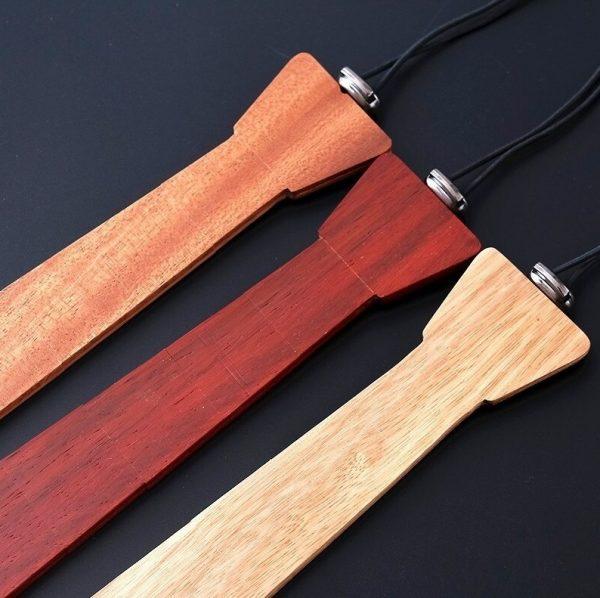 Drevená pánska kravata z prírodného svetlého dreva