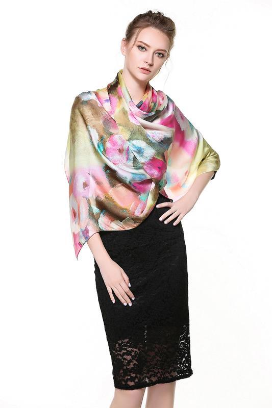 Kvalitný dámsky šál zo 100% hodvábu s kvetinovým dizajnom