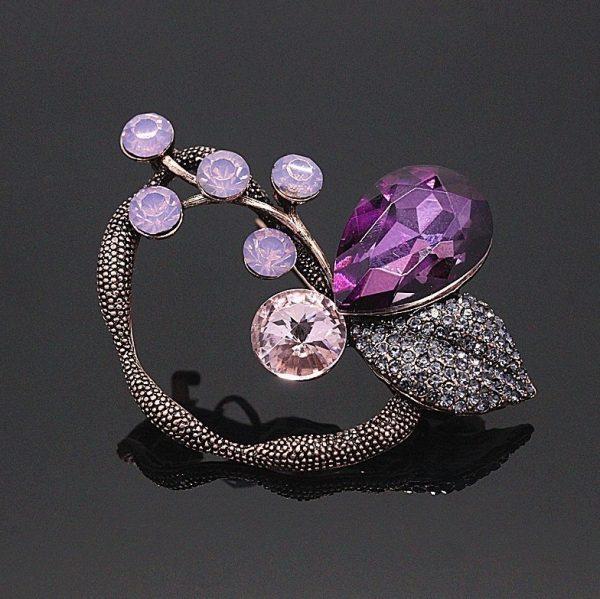 Luxusná brošňa v abstraktnom tvare z ružových kryštálov