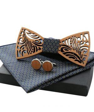 Vyrezávaný motýlikový set z dreva - drevený motýlik + manžety + vreckovka