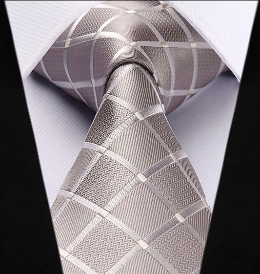 Spoločenská kravata a vreckovka - sada so strieborným vzorom