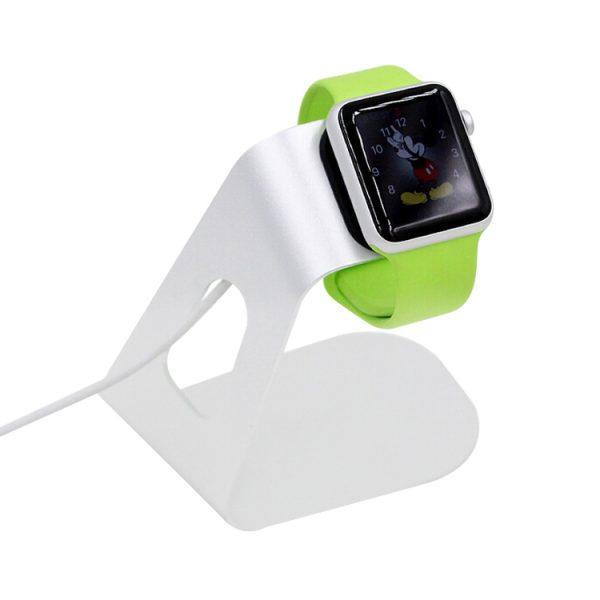 Dokovacia hliníková stanica na Apple Watch v striebornej farbe