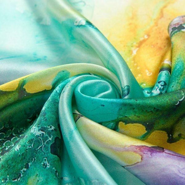 Luxusná šatka zo 100% hodvábu s abstraktným motívom
