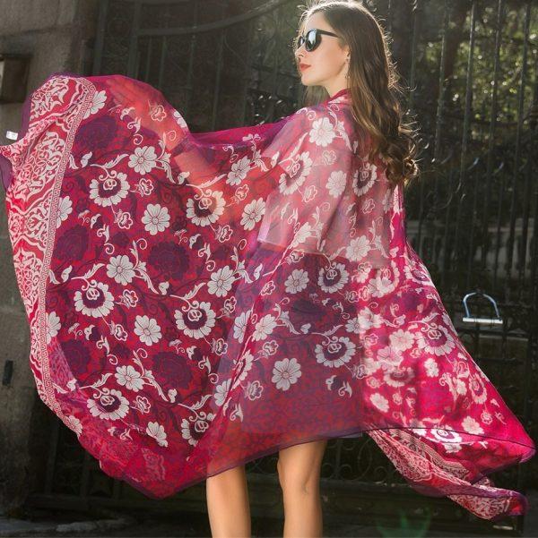 Kvalitný veľký dámsky šál zo 100% hodvábu s prepracovaným vzorom, 245 x 110 cm