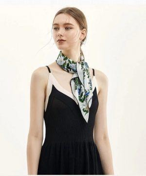 Luxusná dámska šatka z kvalitného hodvábu s modro-zeleným motívom