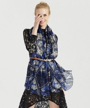 Luxusný šál zo 100% hodvábu so vzorom v modrej farbe
