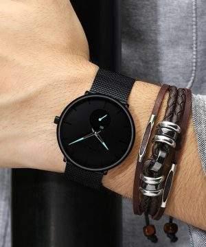 Moderné analógové hodinky v niekoľkých prevedeniach