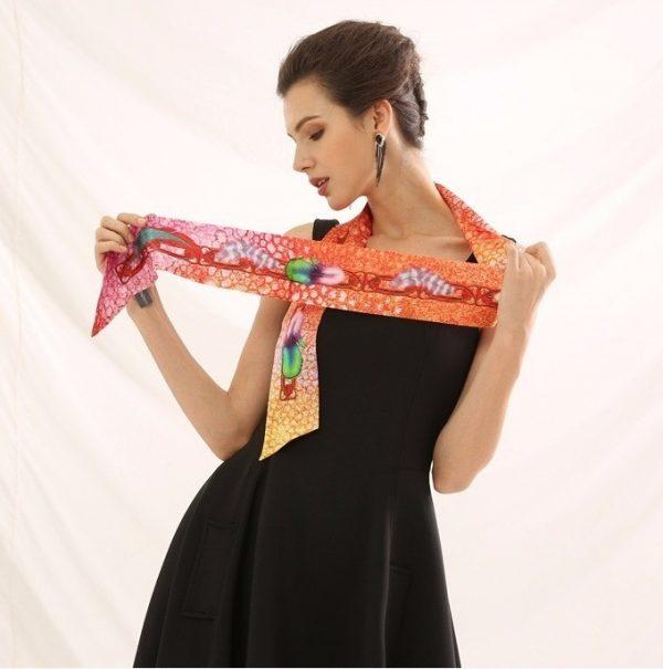 Malý hodvábny šál s elegantným vzorom BELLA - formát 152x5 cm