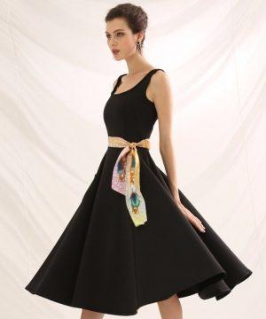 Malý hodvábny šál s elegantným vzorom SOFIA - formát 152x5 cm