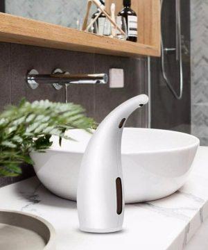 Automatický dávkovač mydla a gélu na ruky v bielej farbe