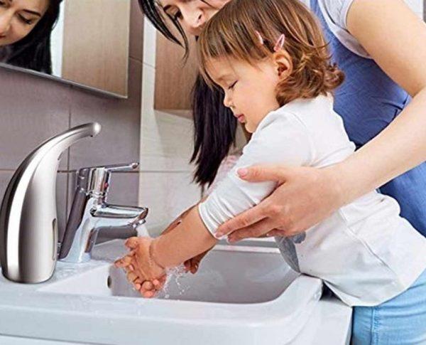 Automatický dávkovač mydla a gélu na ruky v chrómovej farbe