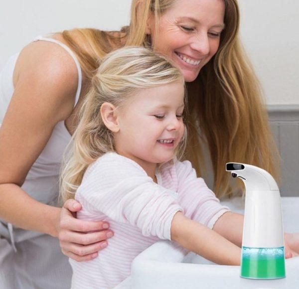 Automatický dávkovač mydla s objemom 250 ml a dávkou 0,5 ml - 1,5 ml