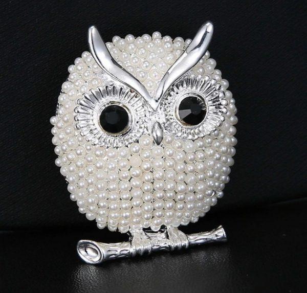 Luxusná brošňa s perličkami v tvare sovičky - strieborná