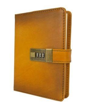 Kožený zápisník MIDDLE ručne tieňovaný s číselným zámkom v žltej farbe