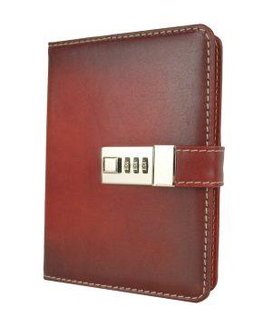 Kožený zápisník MIDDLE ručne tieňovaný s číselným zámkom v červenej farbe