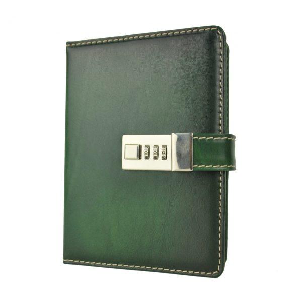 Kožený zápisník MIDDLE ručne tieňovaný s číselným zámkom v zelenej farbe