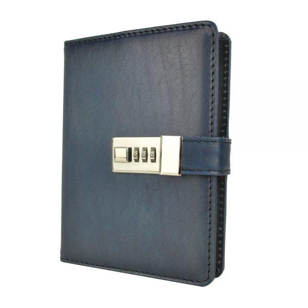 Kožený zápisník MIDDLE ručne tieňovaný s číselným zámkom v tmavo modrej farbe