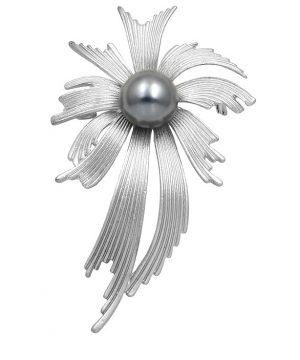 Luxusná brošňa s perlou v podobe dizajnovej mašle v striebornej farbe