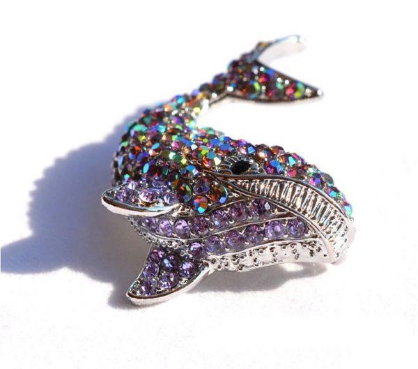 Prepracovaná brošňa na šaty v tvare veľryby z malých kryštálikov