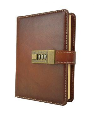 Kožený zápisník MIDDLE ručne tieňovaný s číselným zámkom v cigaro farbe