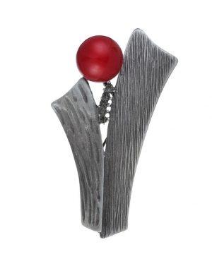 Exkluzívna brošňa s červenou ozdobou a tmavými kryštálikmi