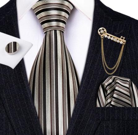 Kravatový set s vreckovkou, brošňou a gombíkmi v luxusnom prevedení